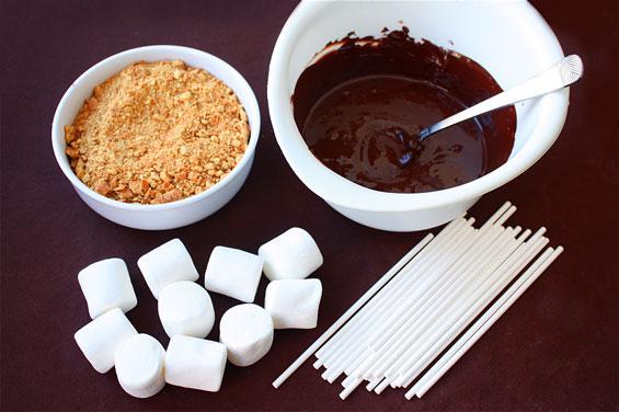 Piruletas-de-nubes-con-chocolate-y-galleta2_PintandoUnaMama