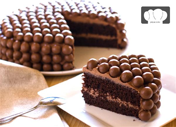 Tarta De Maltesers De Chocolate Pintando Una Mamá