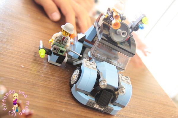 LEGO_ElCientificoLoco4_PintandoUnaMama