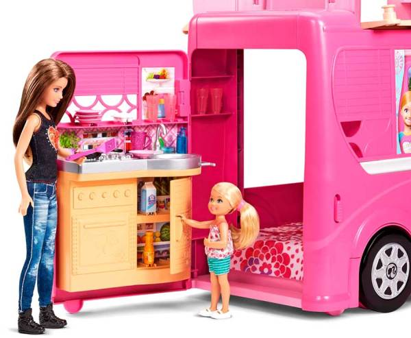Caravana_de_Barbie_PintandoUnaMama