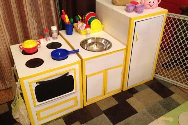 Cocinas Con Cajas De Cart 243 N Para Ni 241 Os Pintando Una Mam 225