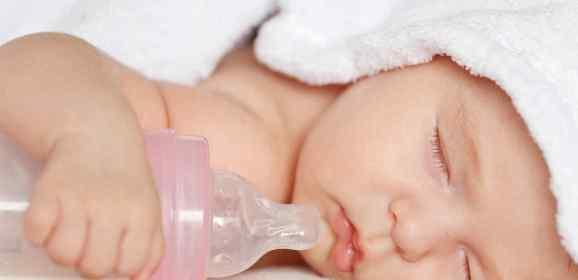 ¿La leche de fórmula se puede recalentar?