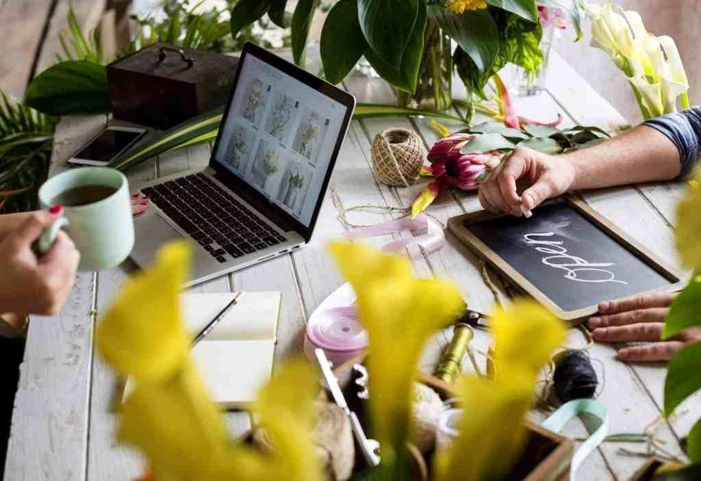 e business flower shop marketing promote on social media
