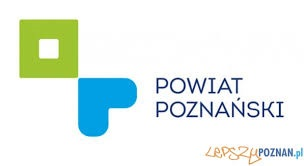 Logo powiatu poznańskiego napis Powiat Poznański z lewej z zielony kwadracik i niebieskie serduszko