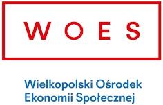 W czerwonej ramce czerwone litery W O E S poniżej niebieski napis Wielkopolski Ośrodek Ekonomii Społecznej