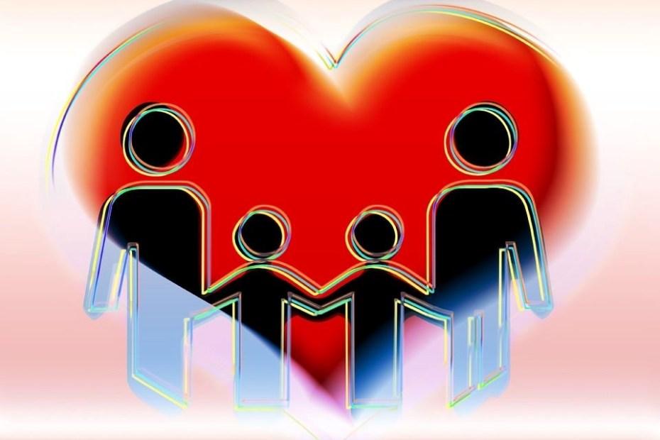 Rysunek, rodzina złożona z czterech ludzików wpisana w serce