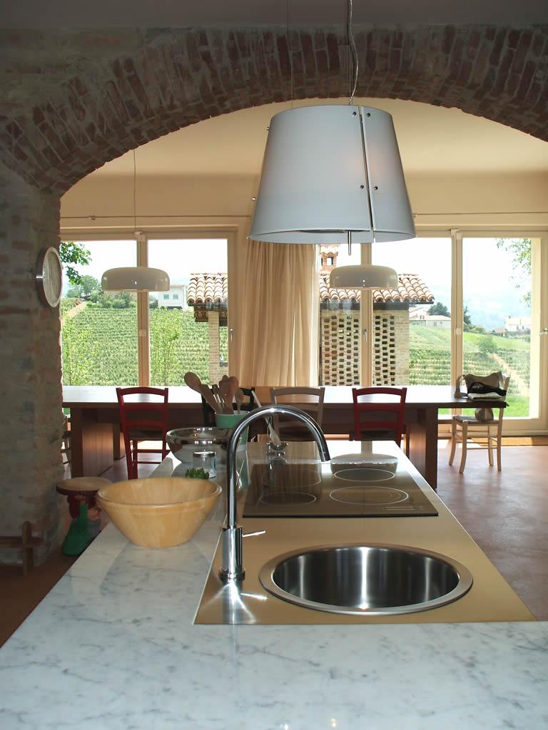 Arredamento di una cucina in una cascina ristrutturata