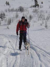 Nala og Runar koser seg på ski