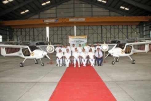 Indian pilots next to Pipistrel trainers 2