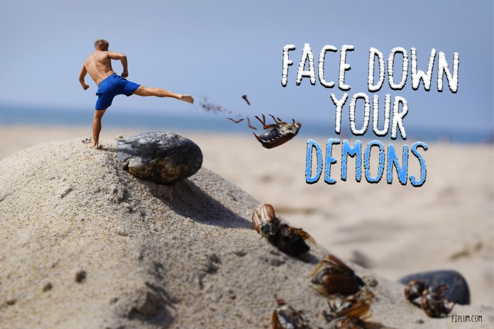 Motivational-Quote-Man-fighting-bugs-in-the-beach-surreal-photo-manipulation-photoshop-funny-art
