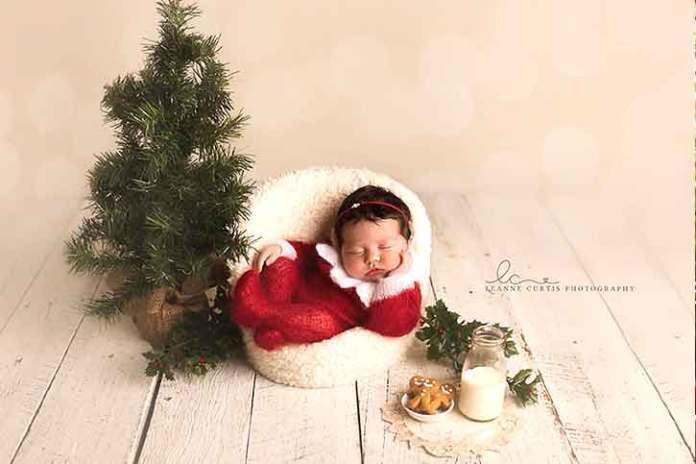 Christmas-baby-sleeping-in-the-basket