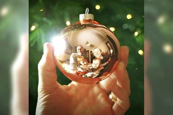 Magic-christmas-ball