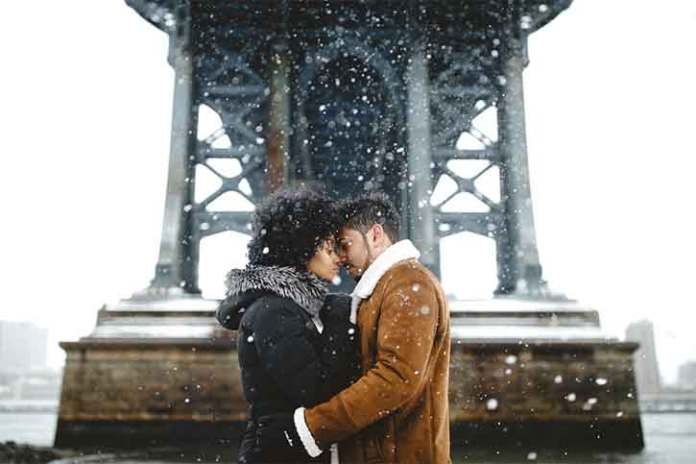 couple-kissing-during-christmas-eve-winter-and-snow-everywhere-Pre-wedding-photography