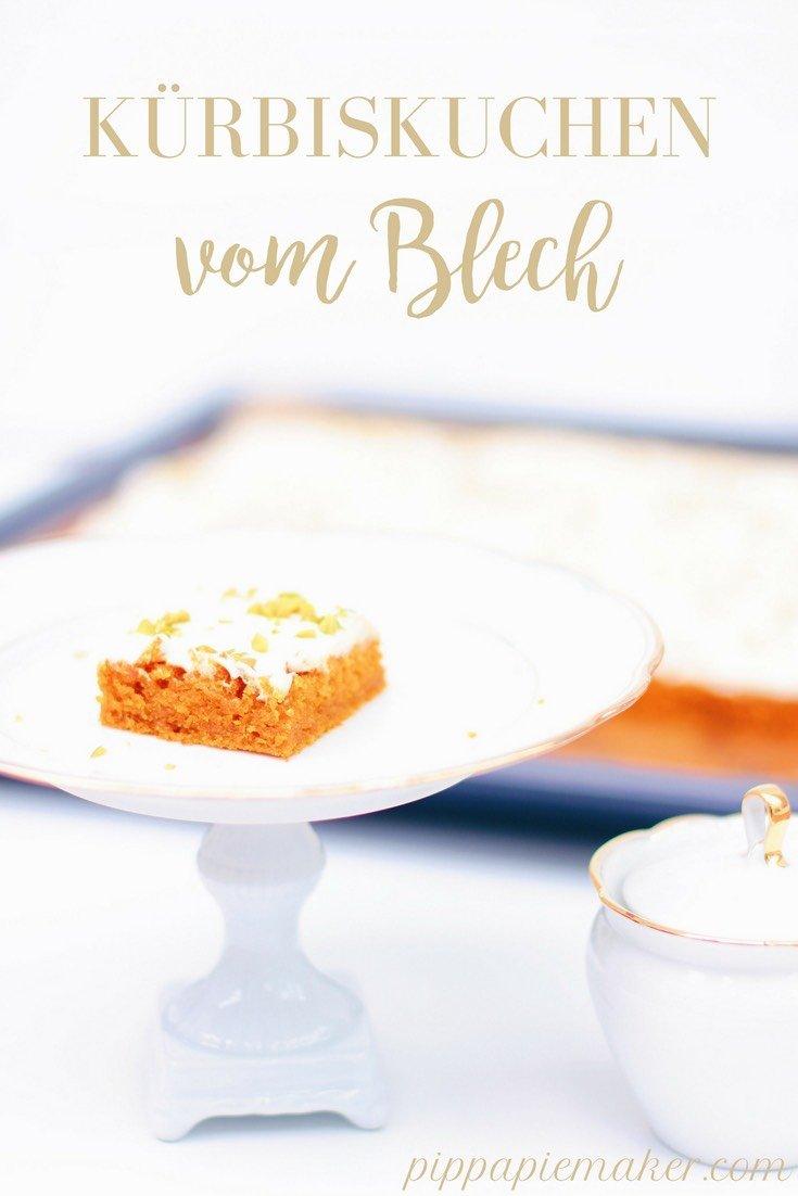 Rezept für einen herrlich saftigen Kürbiskuchen vom Blech. Perfekt für alle Feste im Herbst mit vielen Gästen, zum Beispiel zur Halloweenparty, zum Erntedank, Thanksgiving oder St. Martin.