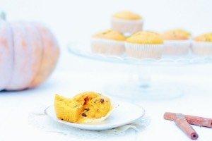 Die Kürbis Schoko Muffins sind das beste Soulfood für den Herbst! Ob für die Halloween Party, St. Martin oder einfach so. Sie sind super saftig und schnell gemacht.