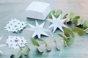 Super einfaches Weihnachtsbasteln nur mit einem Einkaufszettelblock! So klappt das Sterne basteln mit Kindern (oder ohne) spontan und stressfrei!