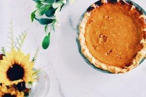 Unsere gesammelten besten Rezepte fürs Backen mit Kürbis. Beste Beschäftigung mit Kindern im Lockdown: leckere Kuchen backen!
