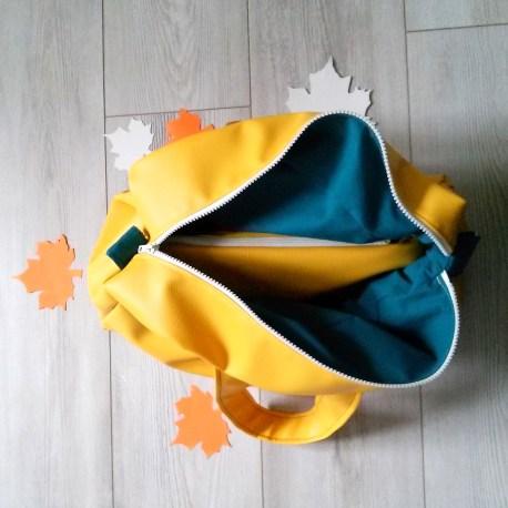 sac à main jaune et bleu