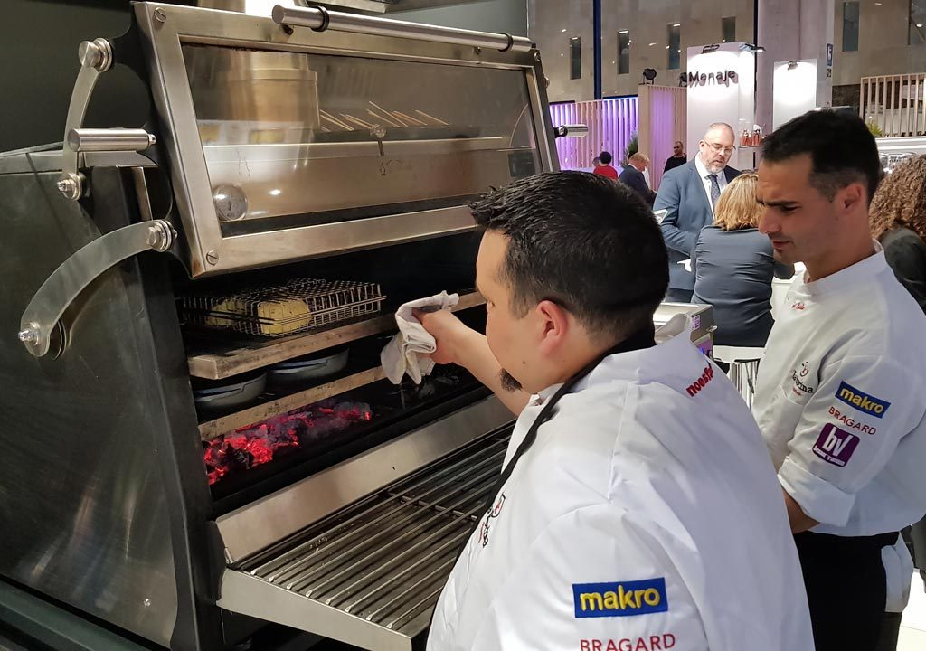 Xefs cooking with a 120ED pira oven at HYT19 Stand