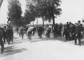 Picture Art Collection/Alamy: Perlombaan sepeda Tour de France pada 1903.