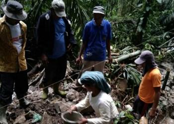 Pembangunan tanggul penahan airdi Dusun Porti, Nagori Sipangan Bolon