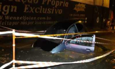 Motorista de 34 anos cai em buraco com veículo e é socorrido em estado grave