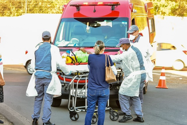 Acidente envolvendo carro e bicicleta deixa um ferido, em Piracicaba