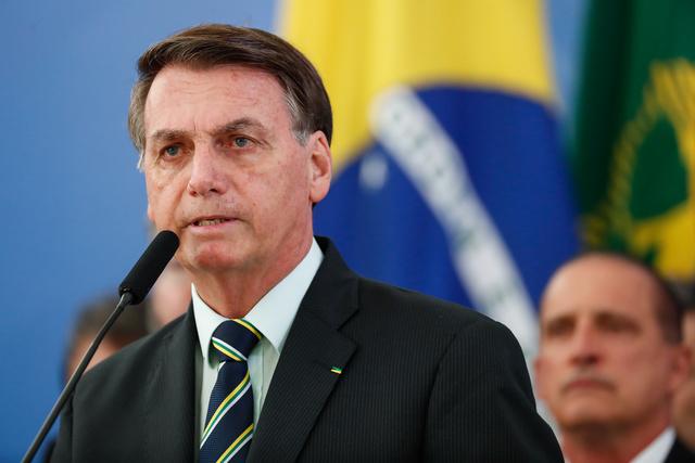Bolsonaro discute volta do futebol com presidentes de Flamengo e Vasco