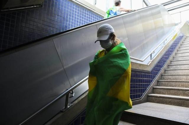 Brasil registra 888 novas mortes por coronavírus; total de óbitos passa de 18 mil