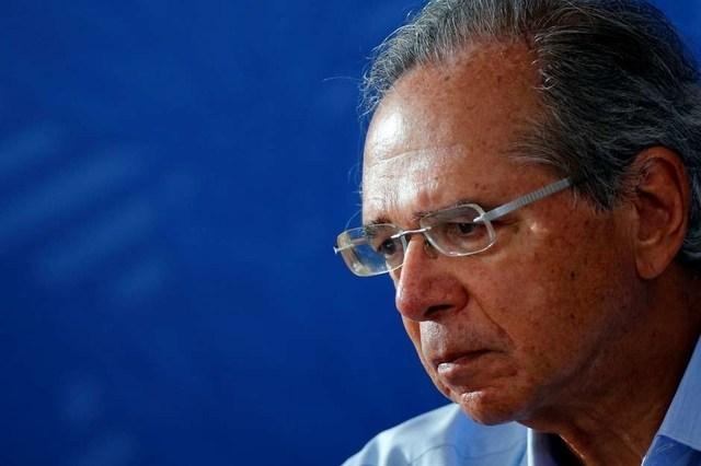 Guedes admite prorrogar auxílio emergencial por um ou dois meses, mas com valor de R$ 200