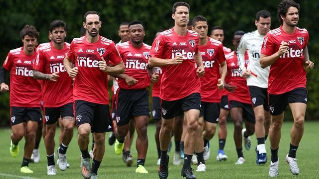 São Paulo tem reunião com jogadores para falar de finanças e corte de salários