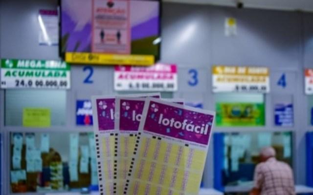 Uma foto dos volantes de apostas da Lotofácil
