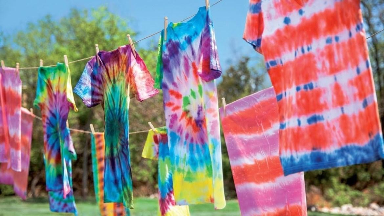 uma foto de como fazer tie dye