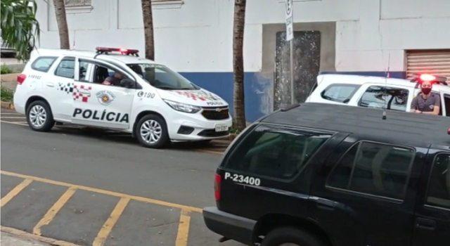 Ao ser presa, mãe que esfaqueou filho em Piracicaba alega legítima defesa