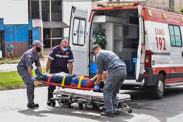 Casal fica ferido em acidente envolvendo motocicleta e Land Rover, em Piracicaba