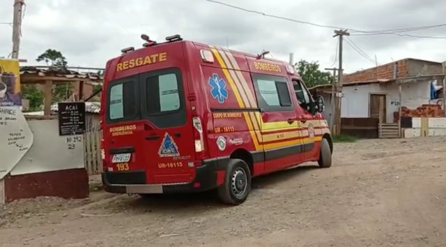 Curto-circuito em geladeira causa incêndio em comunidade de Piracicaba; barraco fica destruído