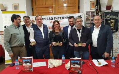 Entrega del libro del Congreso Internacional Pirata