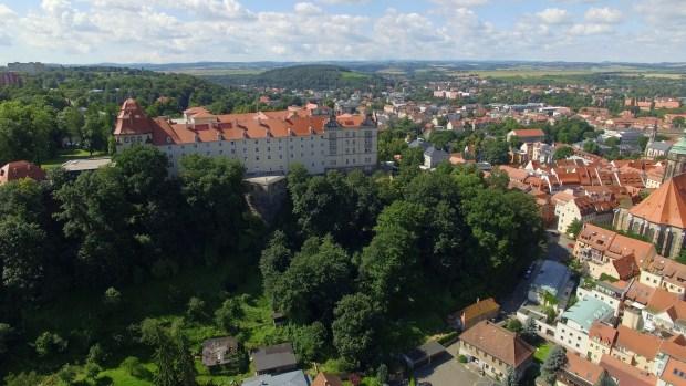 Hoch über Pirna erhebt sich ein mächtiges Bollwerk: Die ehemalige Festung Sonnenstein dominiert die Silhouette […]
