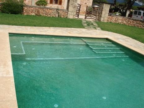 Construcción de una piscina rectangular en una finca particular en Llucmajor.