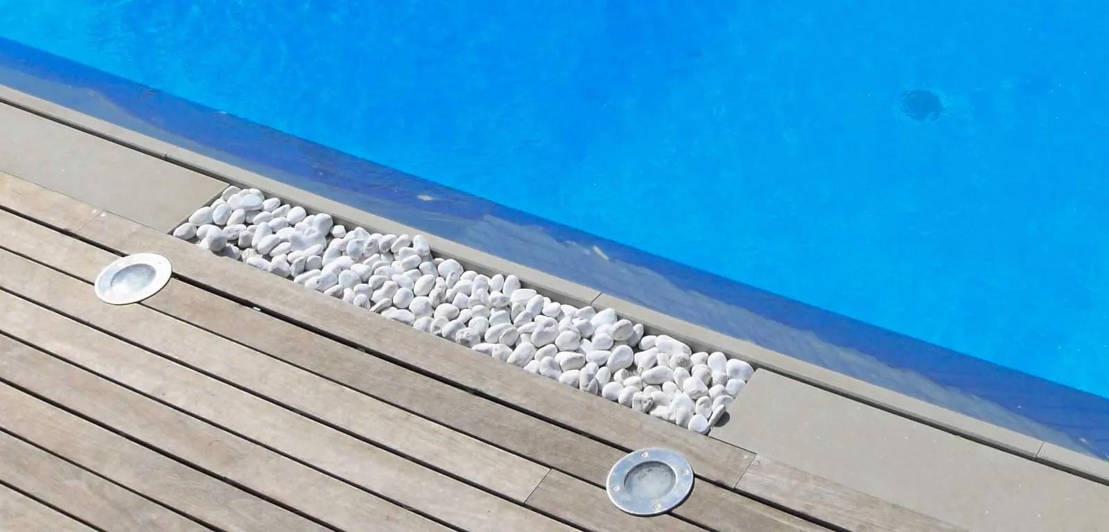 Bordo piscina con ciottoli levigati  Piscine Castiglione