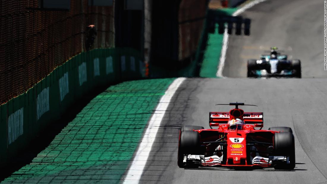2017 Brazilian Grand Prix, Vettel leads Bottas