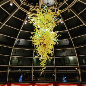 chihuly in the welcome center