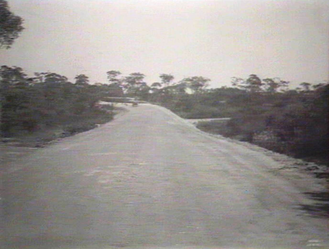 pittwater rd after construction looking towards pacific highway august 1935 image no d1 21454h courtesy state library of nsw [ 1376 x 1044 Pixel ]