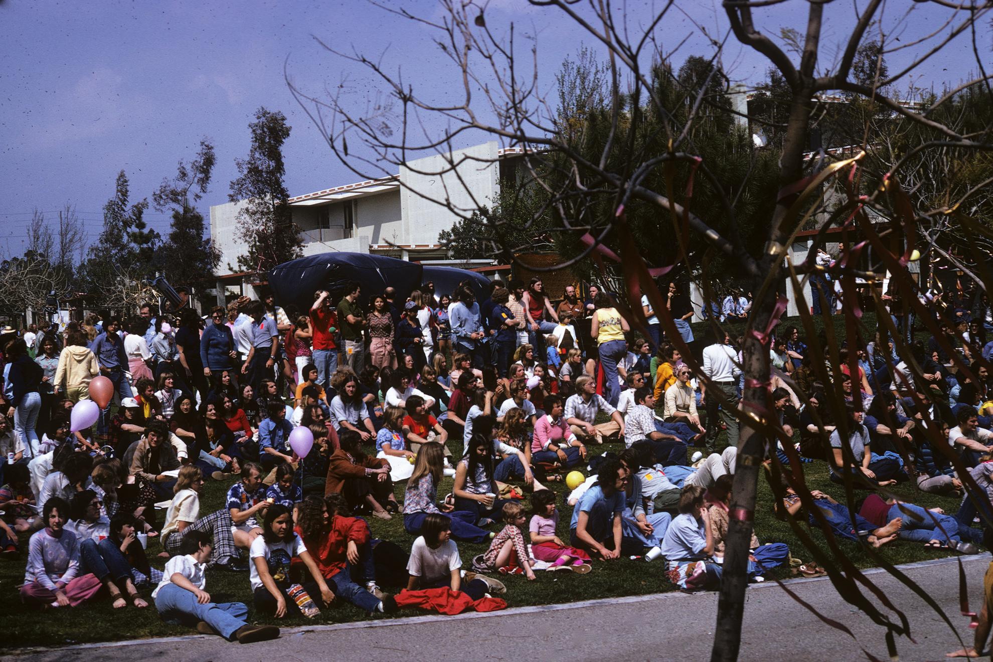 1975 Kohoutek crowd on the Mounds.