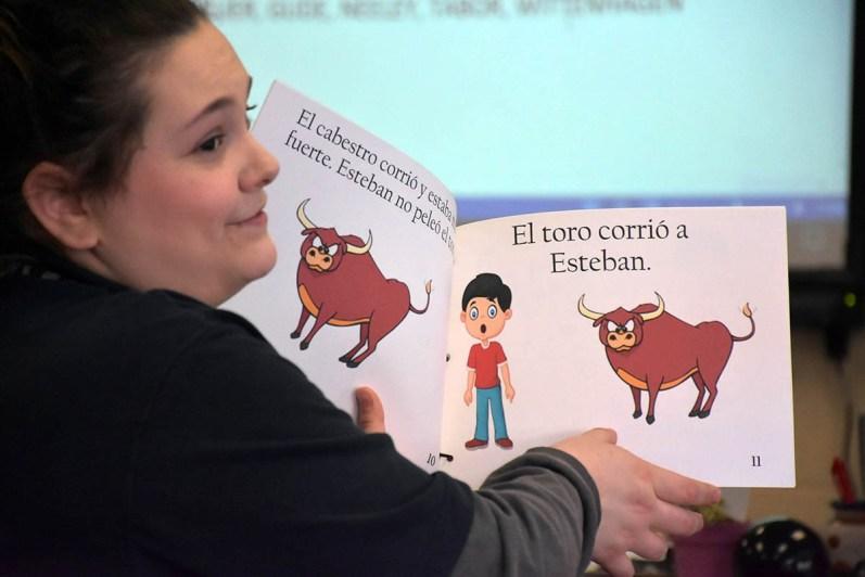 spanish book reading