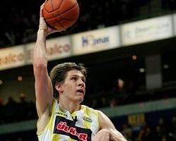 Fuente: www.euroleague.net  Se trata de un jugador con gran potencia fisica, si puede la mete para abajo