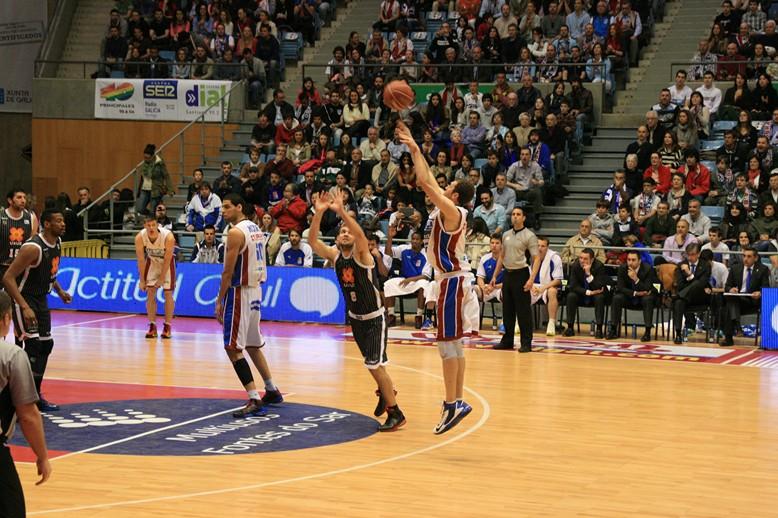 Fuente: obradoirobasketfoto-fru.blogspot.com LLego la linea de 3