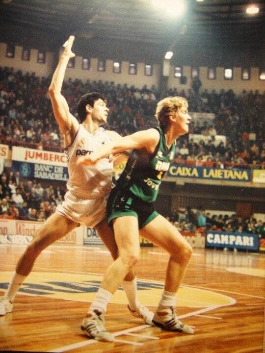 Carles Ruf ex-jugador de la penya , 2 veces campeon de la liga ACB y de 1 copa Korac es uno de los hijos de Hans Ruf, inventor del Tirante Musculador Fuente: rhythmbasket.blogspot.com