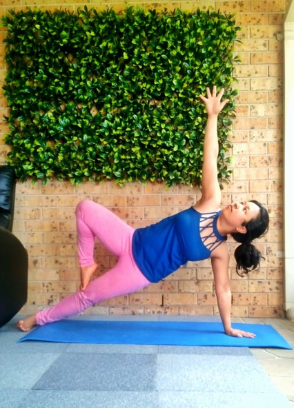 one legged side plank pose