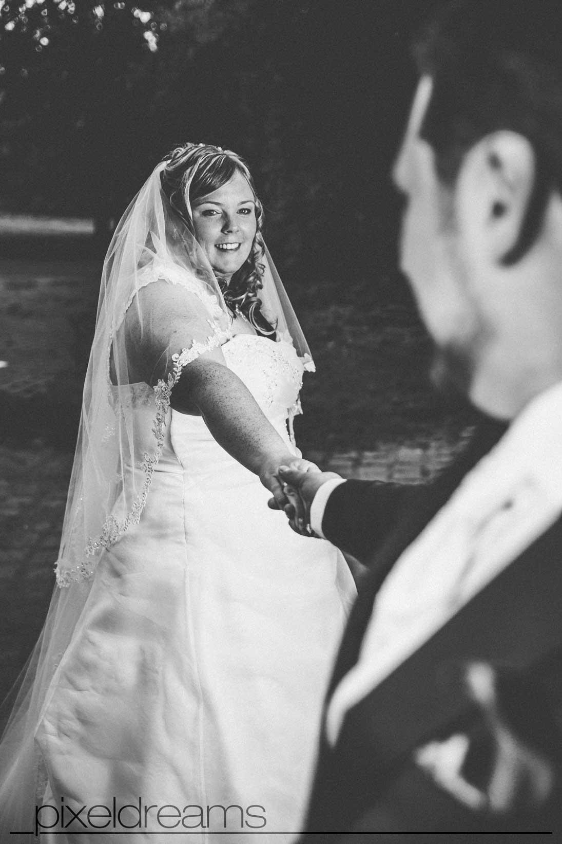 braut und bräutigam brautkleid hochzeit hochzeitsfotograf köln bonn und umgebung